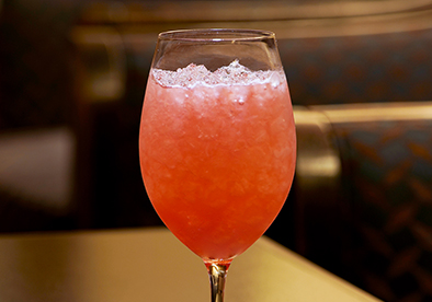 バー アンカー「イチゴのワインクーラー」